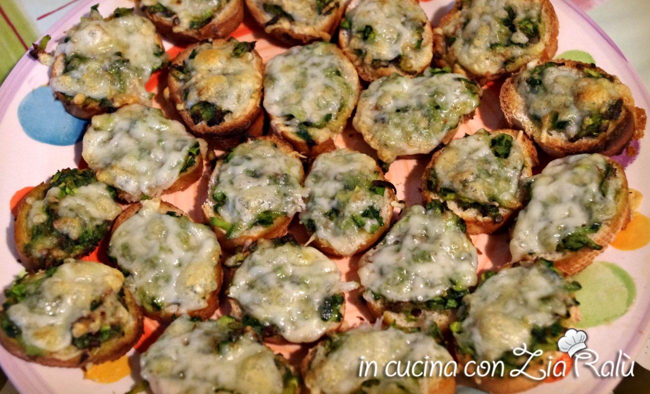 crostini di zucchine e caciocavallo al forno