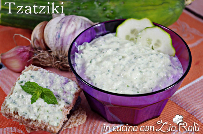 Tzatziki Ricetta Con Preparato.Tzatziki Salsa Greca Con Buccia Di Cetriolo In Cucina Con Zia Ralu