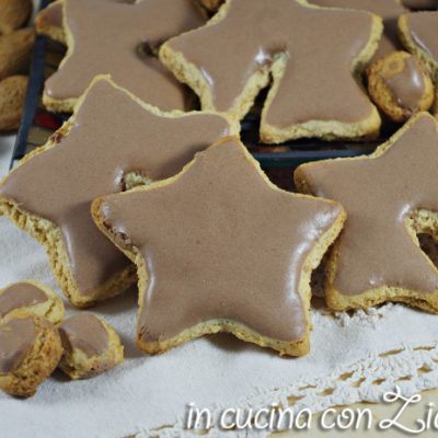 Biscotti integrali alle mandorle glassati