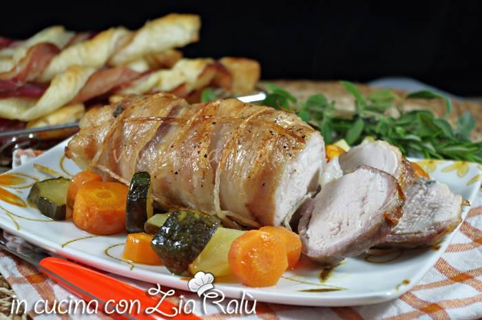 Pollo nella pancetta al forno con verdure