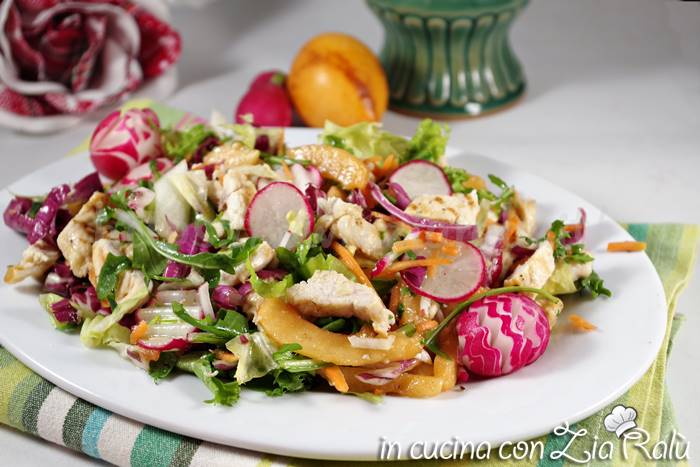 Insalata di pollo light con nespole giapponesi