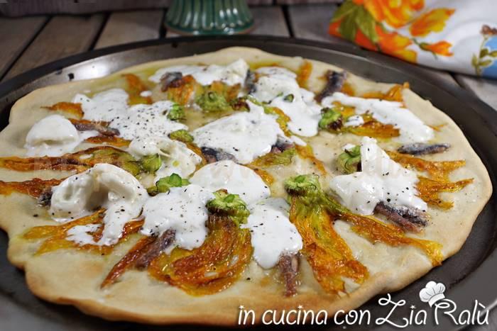 Pizza fiori di zucca acciughe e burrata
