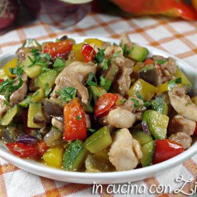 Bocconcini di pollo con dadolata di verdure