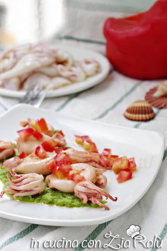 calamaretti alla piastra piselli e peperoni
