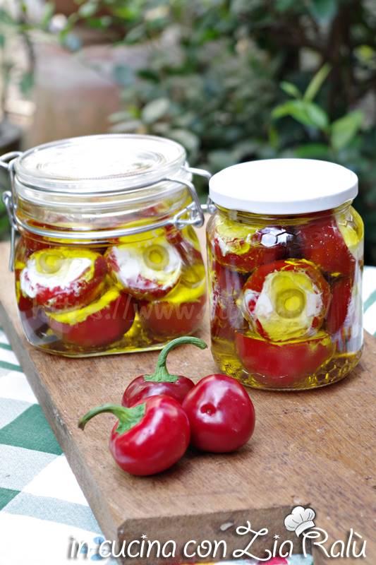 peperoncini ripieni di caprino robiola e olive