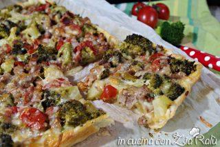Torta salata broccoli salsiccia e pomodorini