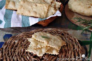 Crackers al rosmarino senza lievito