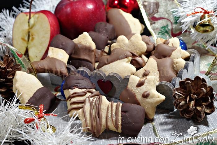 Biscotti natalizi alla mela e cannella