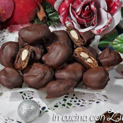 Fichi secchi mandorlati ricoperti di cioccolato I