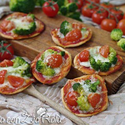 Pizzette broccoli e pomodorini sfiziose
