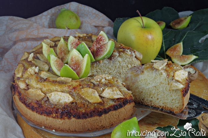 Torta con fichi mela e noci senza lattosio