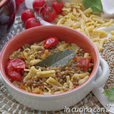 minestra di lenticchie e zucca con la pasta
