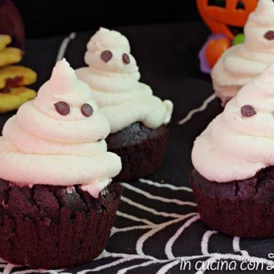 Cupcakes al cacao fantasmini di Halloween