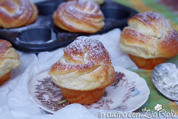 Cruffin o croissant - muffin, brioche sfogliate
