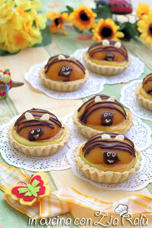 crostatine con albicocche sciroppate – api e fiori