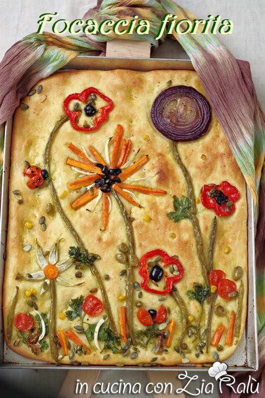 focaccia fiorita decorata con verdure