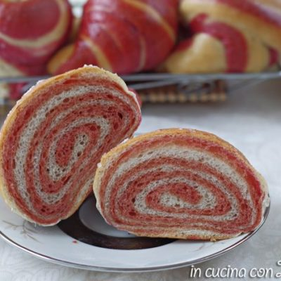 Cornetti bicolori all'olio senza uova, rosa